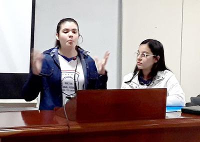 Estudiantes ratifican cuestionamientos contra docente del colegio Raúl Peña