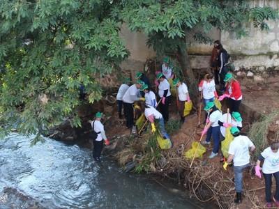 Farmacenter se une a otras instituciones para limpiar el arroyo San Lorenzo