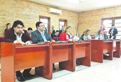 Concejales aprueban 2ª denuncia contra intendente Miguel Prieto