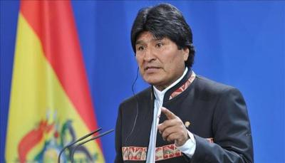 Evo Morales aventaja en la carrera electoral a una oposición fragmentada
