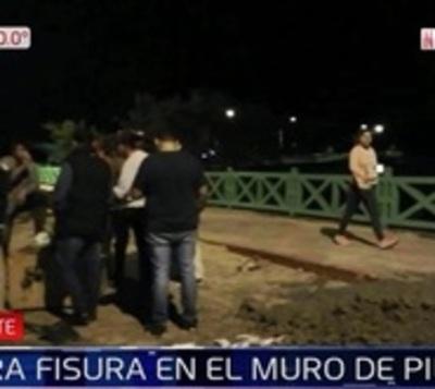 Detectan nueva fisura en muro de Pilar