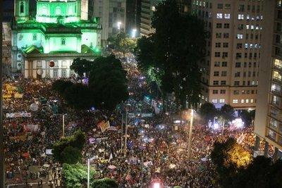 Miles protestan en Brasil contra recortes en educación