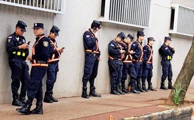 Celulares distraen labor preventiva de policías