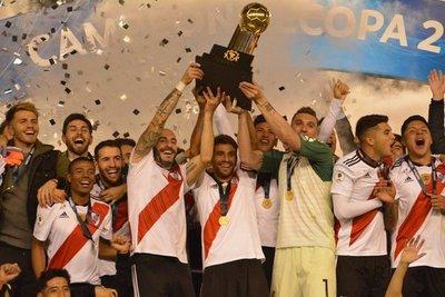River goleó a Paranaense y se consagró campeón de la Recopa