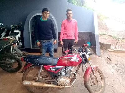 Policía detiene a dos motochorros que formarían parte de gavilla de robamotos