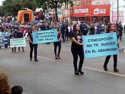 Bochorno en desfile homenaje a 246 años de Concepción