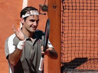 Federer derrota a Mayer para alcanzar los cuartos en París