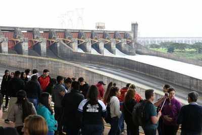 Apertura de vertedero de Itaipú ofreció una panorámica privilegiada