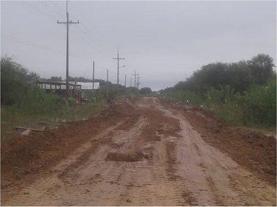 Máquinas de MOPC ausentes en la reparación de caminos, según vecinos