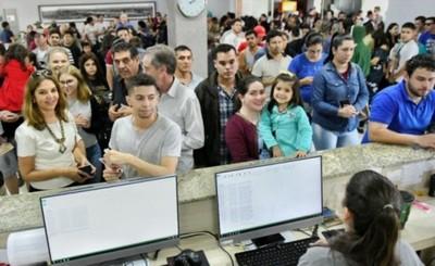 Poco más de 5 mil personas llegaron a Itaipu el fin de semana