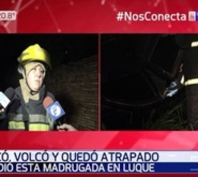 Joven chocó, volcó y quedó atrapado en su vehículo en Luque