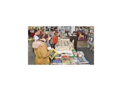 Con actividades variadas prosigue la Feria del Libro