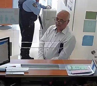 Acusan a sexagenario que extrajo 360 mil dólares de una cuenta bancaria ajena