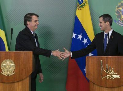 "Bolsonaro recibe papeles de la ""embajadora"" de Guaidó"