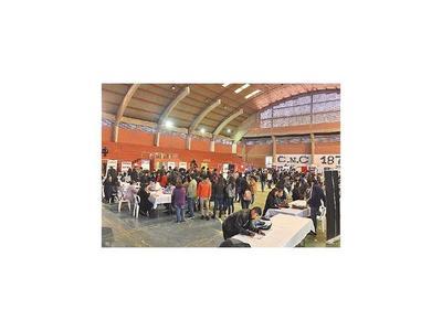 Expo Empleo quedó corta con una oferta de 500 puestos