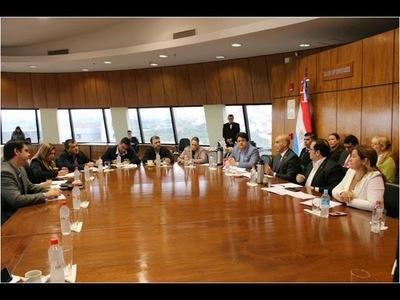 Ministro insta a Diputados destinar más recursos para mejorar la salud