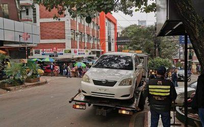 Hoy inician control a vehículos mal estacionados