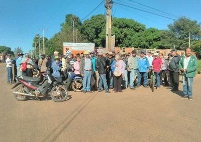 Abuelitos salen a las calles y exigen cobrar sus pensiones
