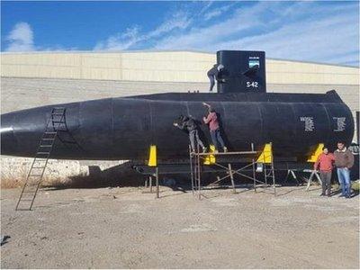 Réplica de ARA San Juan llega como homenaje a su puerto de asiento