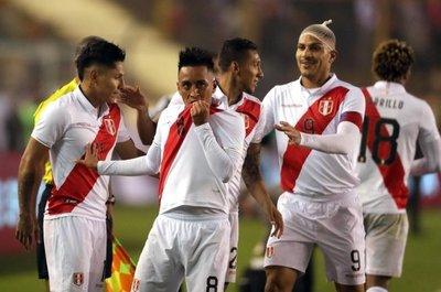 Perú festeja ante Costa Rica