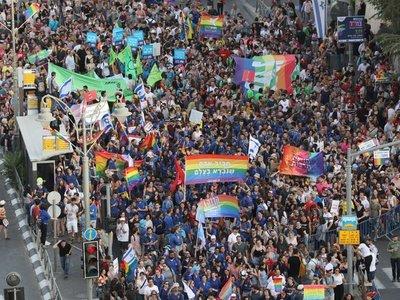 La marcha del orgullo gay desafía el conservadurismo de la Ciudad Santa