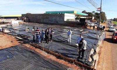 Frenan construcción de estación de servicio que figura como estacionamiento