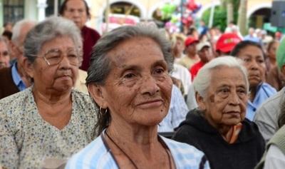 Aprueban pensión para personas que cumplan 65 años