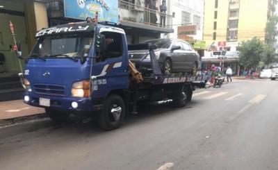 Medio centenar de multas por estacionar en lugares indebidos