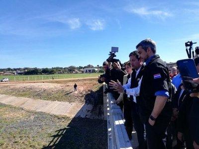 Inauguran obras de regularización del arroyo Itay