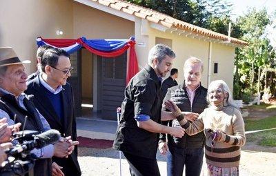 Entregan casas en Itauguá iniciadas en la era Cartes