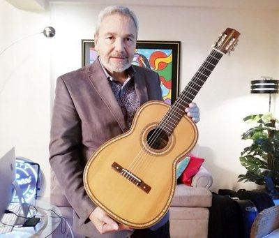 Belucci actúa hoy con guitarra de Mangoré