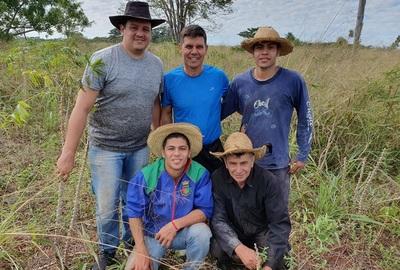 Jugador de River, Argentina, pasa su vacación en la chacra