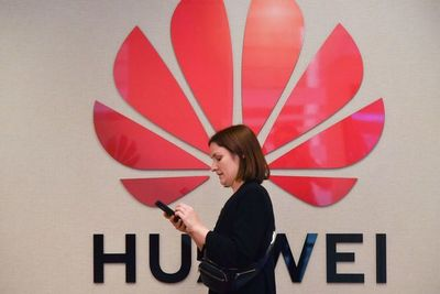 Facebook suspende preinstalación de sus apps en Huawei
