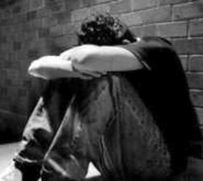 Alertan a padres sobre situación anímica de sus hijos ante suicidios