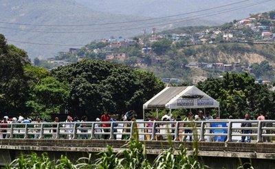 Pasos fronterizos entre Colombia y Venezuela reabren a peatones