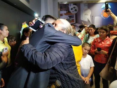 Estudiantes paraguayos en Venezuela logran regresar a casa con su familia