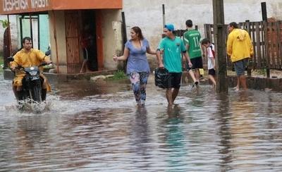 HOY / La crecida del río comienza a retirarse a su paso por Asunción