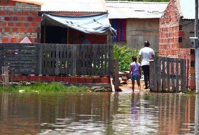 Río desciende y da esperanza a damnificados