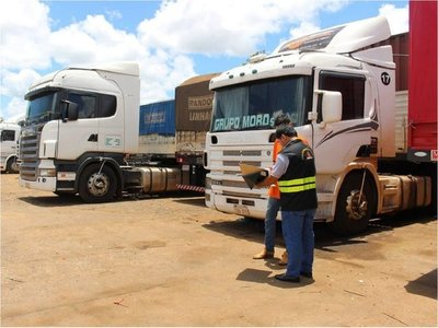 Camioneros denuncian irregularidad laboral durante controles en rutas