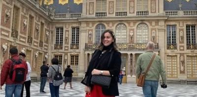 Liliana Álvarez De Vacaciones Por Francia