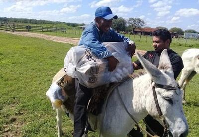 A caballo retiran medicamentos para población chaqueña