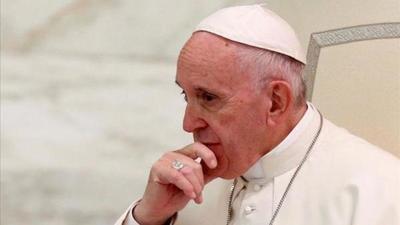 El papa critica que Europa cierre puertos a migrantes, pero los abra a armas