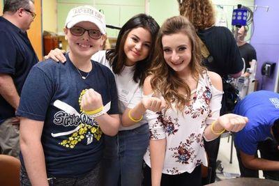 Selena Gomez sorprendió a los pacientes de un hospital de niños con una visita