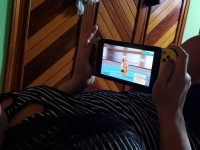 Antes perseguía malandros, ahora no deja de perseguir pokemones