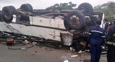 TRAGEDIA EN BRASIL: DIEZ MUERTOS Y 51 HERIDOS EN ACCIDENTE DE BUS