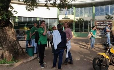 Diez mil brasileños están ilegalmente en universidades de CDE