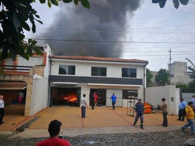 Reportan incendio de un depósito en Asunción