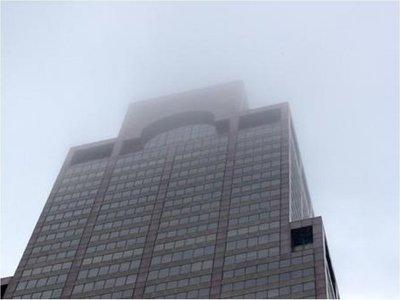 Un muerto en choque de helicóptero contra un rascacielos en Nueva York