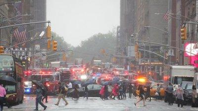 Helicóptero se estrella contra un edificio y deja un muerto en Nueva York