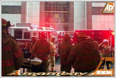Un helicóptero se estrelló contra un edificio de Nueva York: murió el piloto